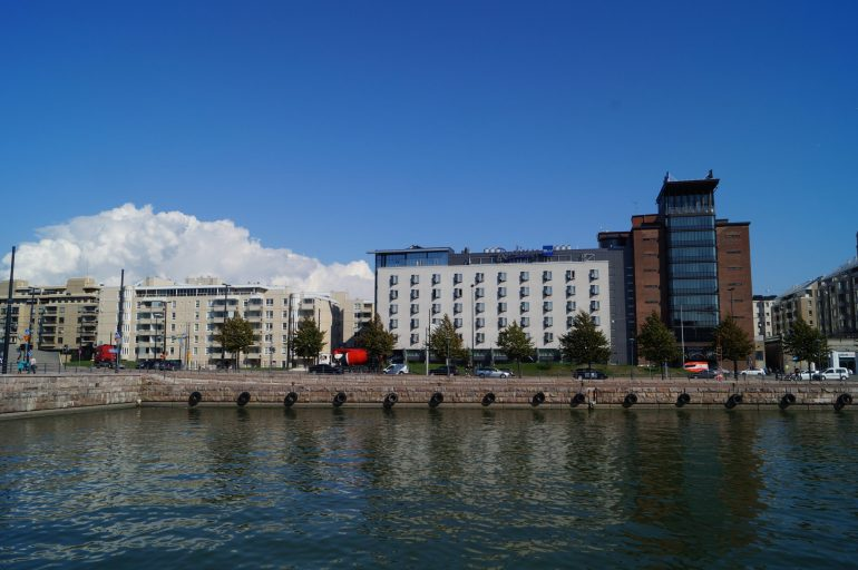 Radisson_Blu_Seaside_Hotel_-_panoramio